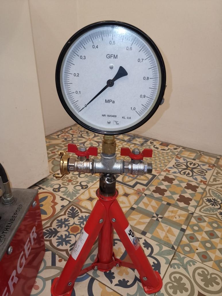 Wszystkie próby ciśnieniowe wykonywane są za pomocą manometrów wzorcowanych