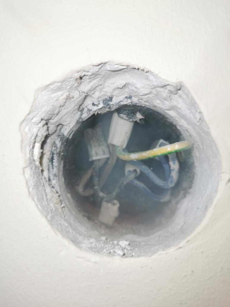 wskazanie źródła odorów kanalizacyjnych